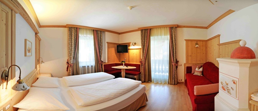 italy_dolomites_kronplatz_hotel-teresa_bedroom2.jpg